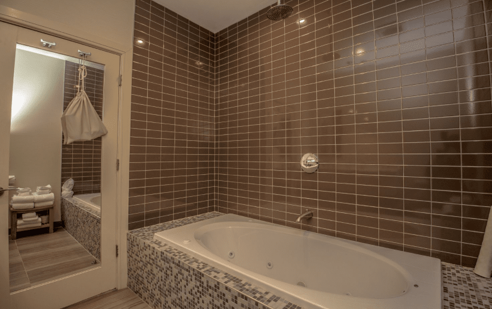 Chandler Luxury Studio Suite with whirlpool bathtub