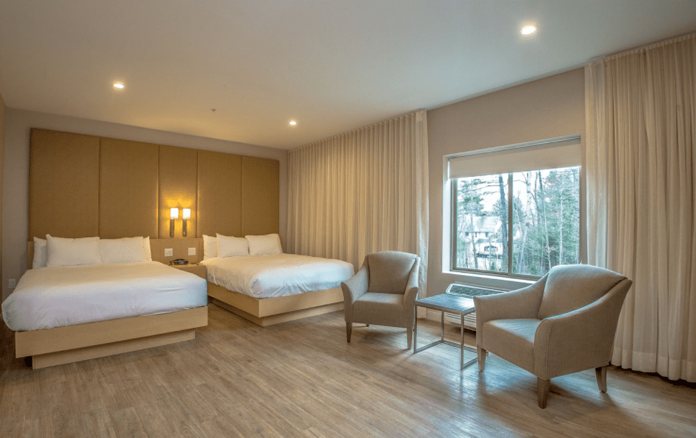 Chandler Luxury Studio Suite with 2 beds and seating area