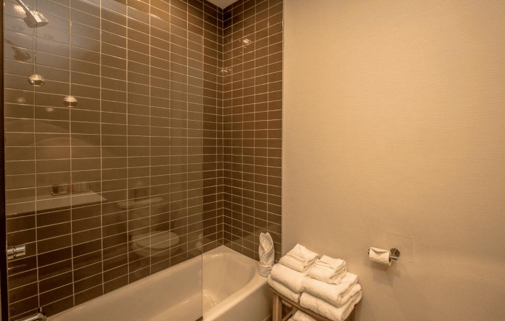 Chandler Standard Double bathroom bathtub